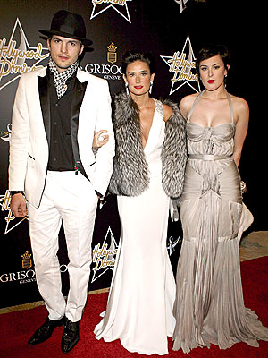 FAMILY NIGHT LIFE photo | Ashton Kutcher, Demi Moore, Rumer Willis