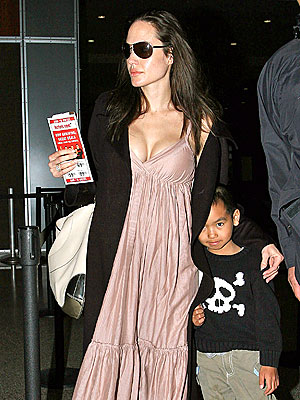 A MOTHER'S TOUCH photo   Angelina Jolie, Maddox Jolie-Pitt