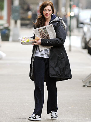 GRAB & GO photo | Anne Hathaway