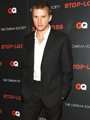 'STOP' AND SHOW  photo | Ryan Phillippe
