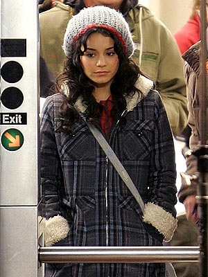 TURN STYLE  photo | Vanessa Hudgens