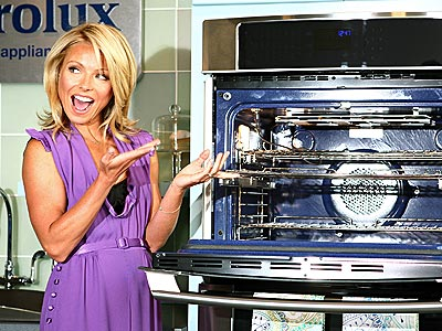 WHAT'S BAKING? photo | Kelly Ripa
