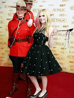 MAGIC WANDERER photo | Avril Lavigne