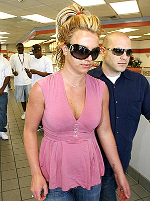 BATHROOM BREAK  photo | Britney Spears
