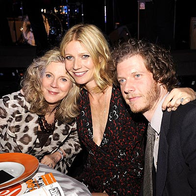 FOOD FOR THOUGHT photo   Blythe Danner, Gwyneth Paltrow, Jake Paltrow
