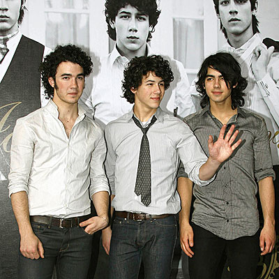 http://img2.timeinc.net/people/i/2008/startracks/080428/jonas_brothers.jpg