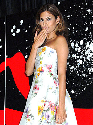 PUCKER UP photo | Eva Mendes