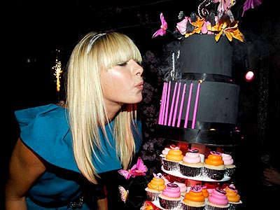 BIRTHDAY BLOWOUT photo | Maria Sharapova