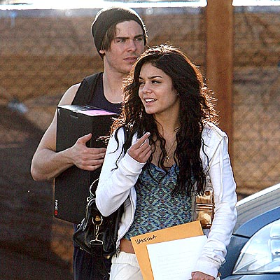 SCHOOL SUPPLIES photo | Vanessa Hudgens, Zac Efron