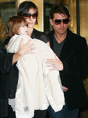 MANHATTAN TRANSFER photo | Katie Holmes, Suri Cruise, Tom Cruise