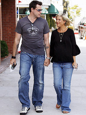 MAMA & PAPA BEAR photo | Tori Spelling
