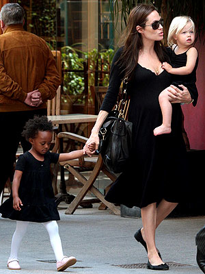 SHOPPING SPREE photo | Angelina Jolie