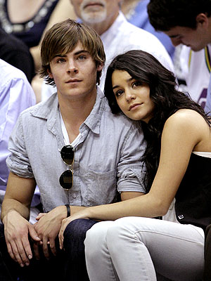 COURTSIDE CUDDLE photo | Vanessa Hudgens, Zac Efron