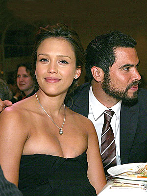 GUESTS OF HONOR photo   Jessica Alba