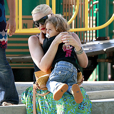 MAMA LOVE photo | Gwen Stefani, Kingston Rossdale