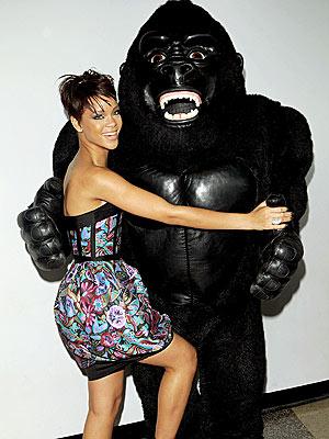 GOING APE photo | Rihanna