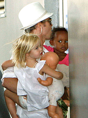 BABES IN ARMS photo | Brad Pitt, Shiloh Jolie-Pitt, Zahara Jolie-Pitt