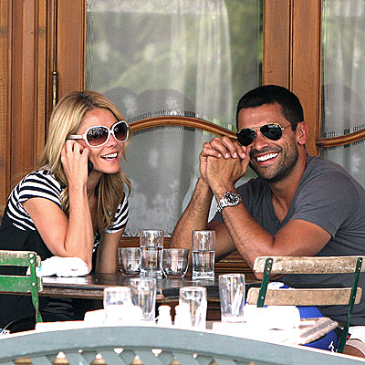 TABLE FOR TWO  photo | Kelly Ripa, Mark Consuelos