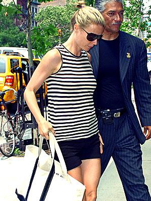 KEEPING HER COOL photo   Gwyneth Paltrow