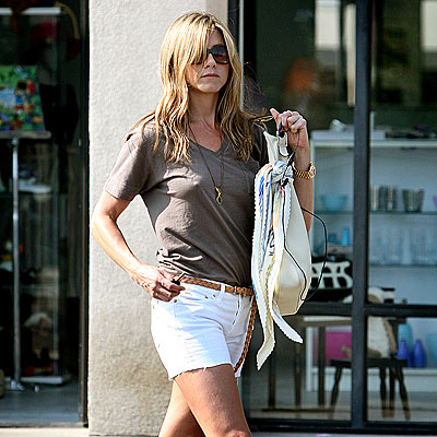POWER WALK photo | Jennifer Aniston