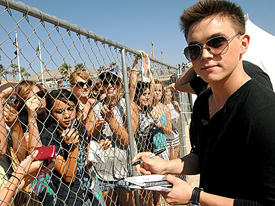 DON'T FENCE HIM IN photo | Jesse McCartney