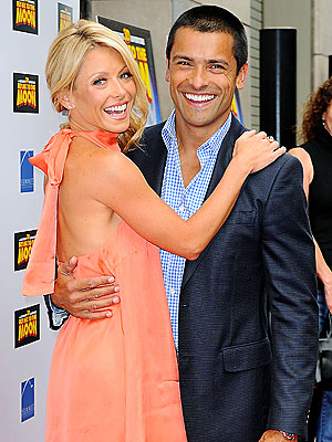 'FLY' ZONE photo | Kelly Ripa, Mark Consuelos