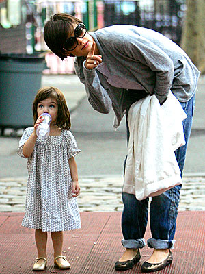 MAKING A POINT photo | Katie Holmes, Suri Cruise