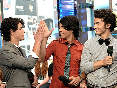 HIGH FIVE photo | Joe Jonas, Jonas Brothers, Kevin Jonas, Nick Jonas