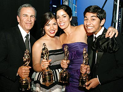 A BEAUTIFUL NIGHT photo | America Ferrera, Ana Ortiz, Mark Indelicato, Tony Plana