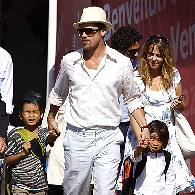 HANDS-ON DAD photo | Brad Pitt, Maddox Jolie-Pitt, Pax Thien Jolie-Pitt