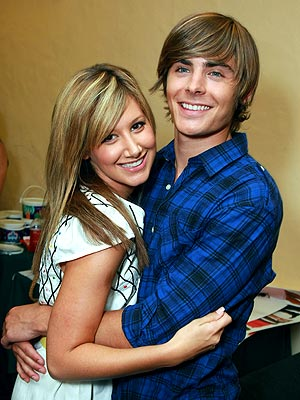 http://img2.timeinc.net/people/i/2008/startracks/080908/tisdale_efron.jpg