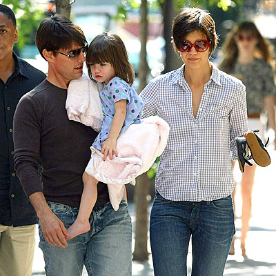 ON A STROLL photo | Katie Holmes, Tom Cruise