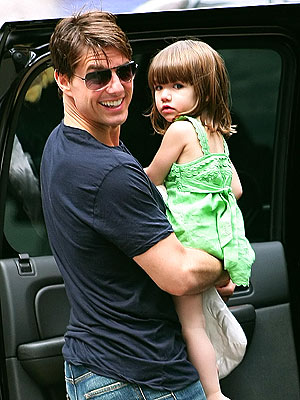 DADDY DUTY photo | Suri Cruise, Tom Cruise