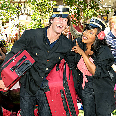 BAGGAGE CHECK photo | Jerry O'Connell, Niecy Nash