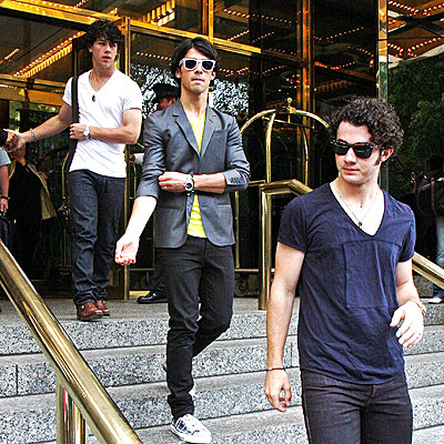 STAIR MASTERS photo | Joe Jonas, Jonas Brothers, Kevin Jonas, Nick Jonas