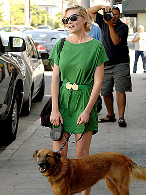 Photo of Kirsten Dunst & her Dog