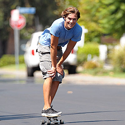 FEELING BOARD photo | Zac Efron