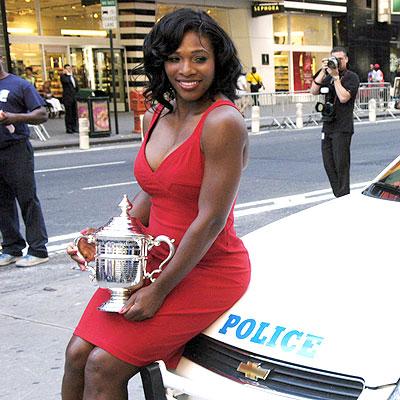 TROPHY GIRL photo | Serena Williams