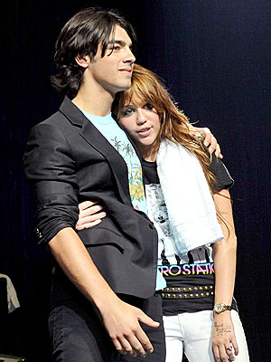 TEENS UNITE photo | Joe Jonas, Miley Cyrus