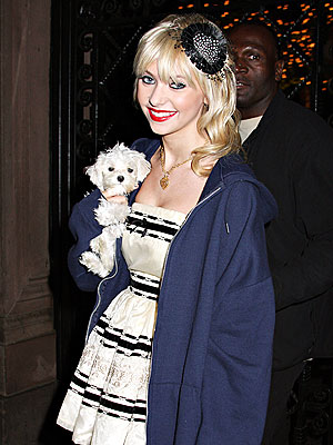 Photo of Taylor Momsen & her Dog