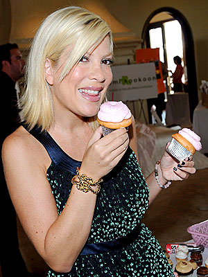 THINKING PINK photo | Tori Spelling