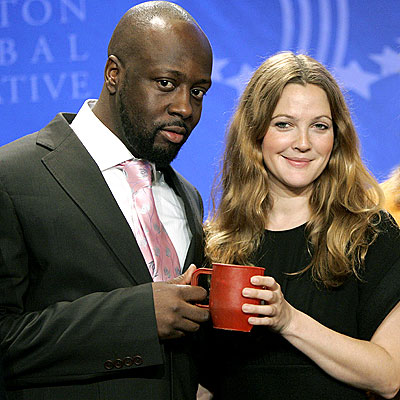 'MUG' FOR THE CAMERA photo | Drew Barrymore, Wyclef Jean