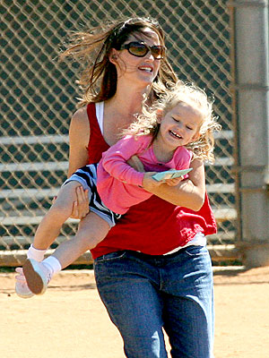 FLY GIRL photo | Jennifer Garner, Violet Affleck