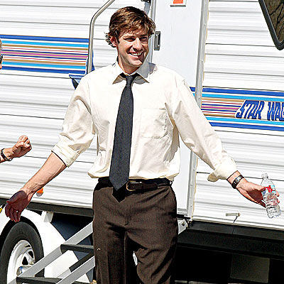 'OFFICE' EMBRACE  photo | John Krasinski
