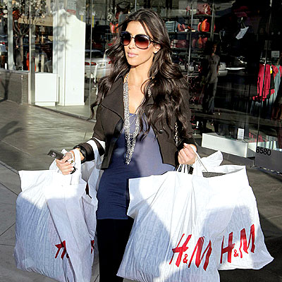 BAGGING IT photo | Kim Kardashian