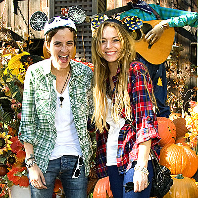 SEASONAL DISPLAY photo | Lindsay Lohan, Samantha Ronson
