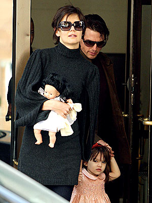 BABE IN ARMS photo | Katie Holmes, Suri Cruise, Tom Cruise