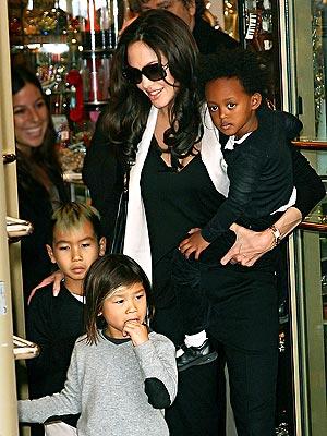 Angelina's Artful Outing photo | Angelina Jolie, Maddox Jolie-Pitt, Pax Thien Jolie-Pitt, Zahara Jolie-Pitt