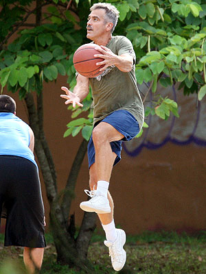 HOOPING IT UP photo | George Clooney