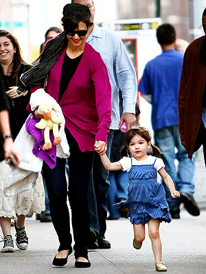 THE RUNAROUND photo | Katie Holmes, Suri Cruise
